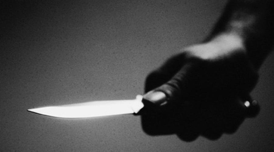 Em posse de uma faca criminoso rouba moto no Centro